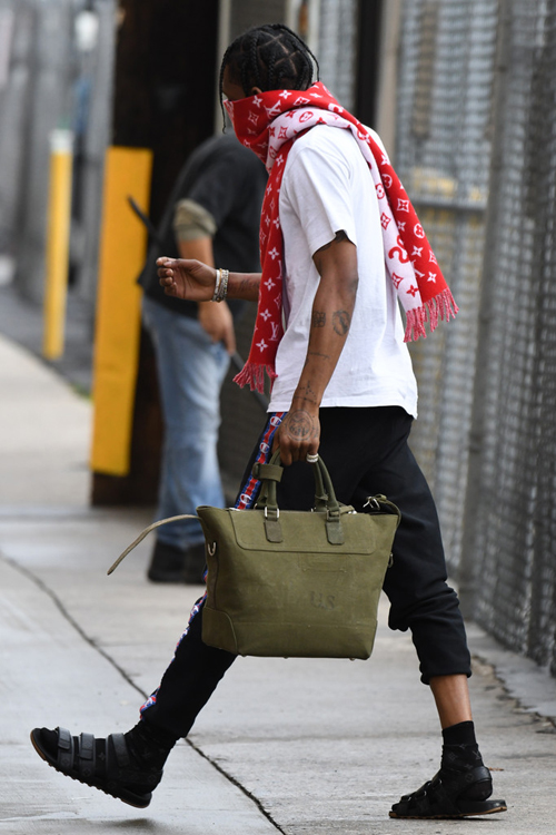 Travis-Scott-Louis-Vuitton-Supreme-scarf-sandals-Champion-sweatpants-5.jpg