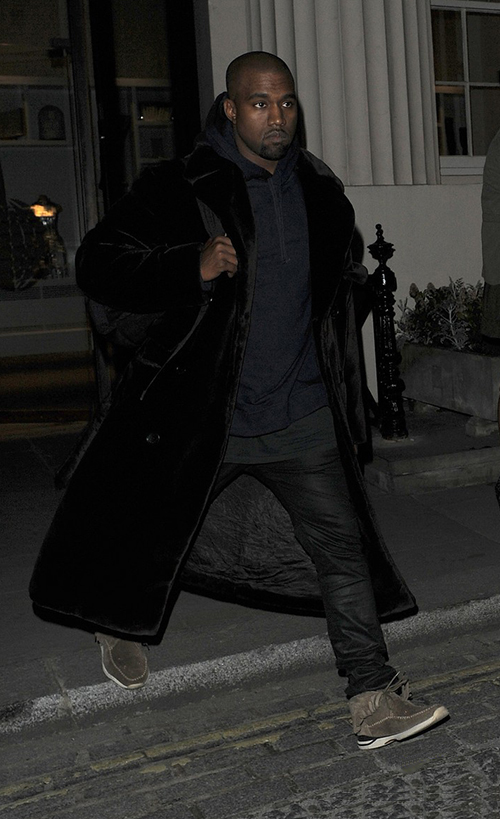 Kanye-West-in-Visvim-Fringe-sneakers.jpg