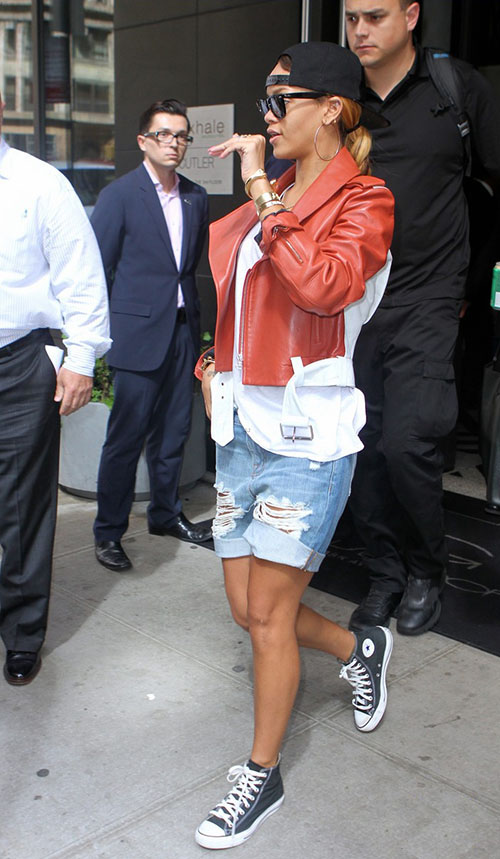 rihanna-in-the-converse-chuck-taylor-black-white.jpg