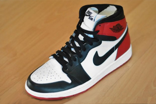 air-jordan-1-black-toe-2013-2-620x414.jpg
