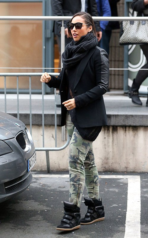Alicia-Keys-grey-ant-the-foundry-sunglasses-Elizabeth-and-James-Camo-print-zip-Cooper-Jeans-Isabel-Marant-Bekket-Black-Sneakers-upscalehype-1.jpg