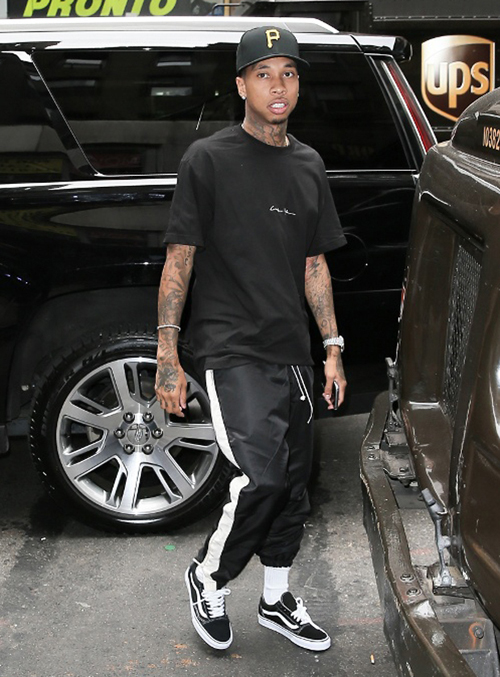 tyga-vans-old-skool.jpg