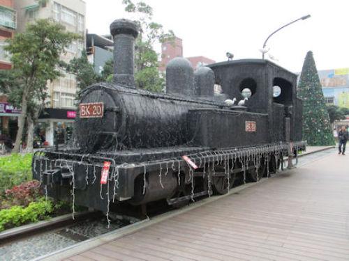A8形蒸気機関車発見in 台湾 | 時...
