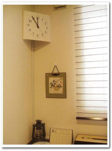 見やすいコーナー用シンプル電波掛け時計(ベルメゾン) レビュー おしゃれインテリア モダンリビング001.jpg