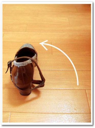 靴 パカパカ 防止 脱げる 対策 かかと バンド ストラップ 応急処置 パンプス ベルト 別売り 後付け 歩きやすい 010.jpg