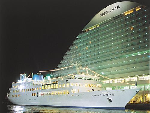 観光クルーズ船画像