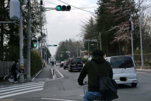 自転車の信号無視左折。高校生 ...