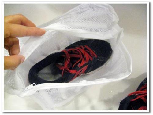 靴 シューズ スニーカー 洗濯機 洗濯ネット 洗濯方法 洗い方 臭い対策 乾燥 脱水 002.jpg