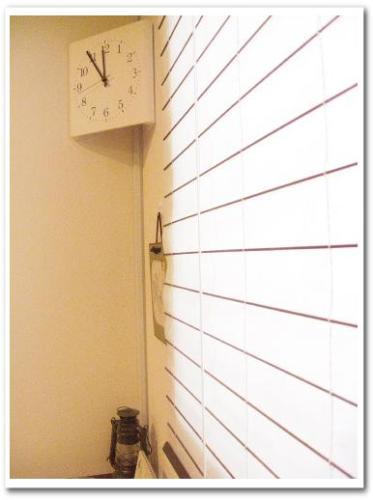 見やすいコーナー用シンプル電波掛け時計(ベルメゾン) レビュー おしゃれインテリア モダンリビング002.jpg