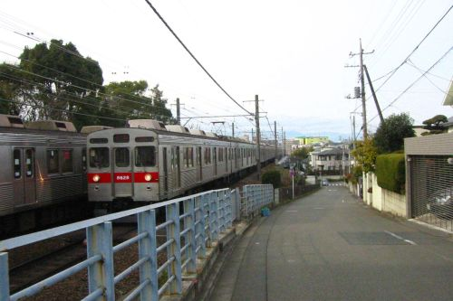 Tokyu train and the residential area