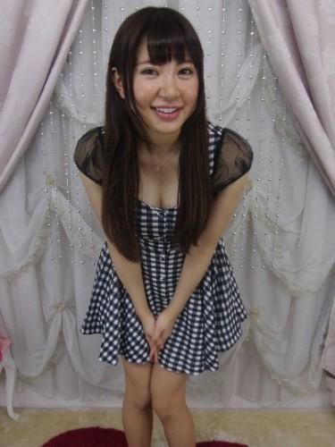 元AKB48の成瀬理沙が逢坂はるなとしてAVデビューすることが