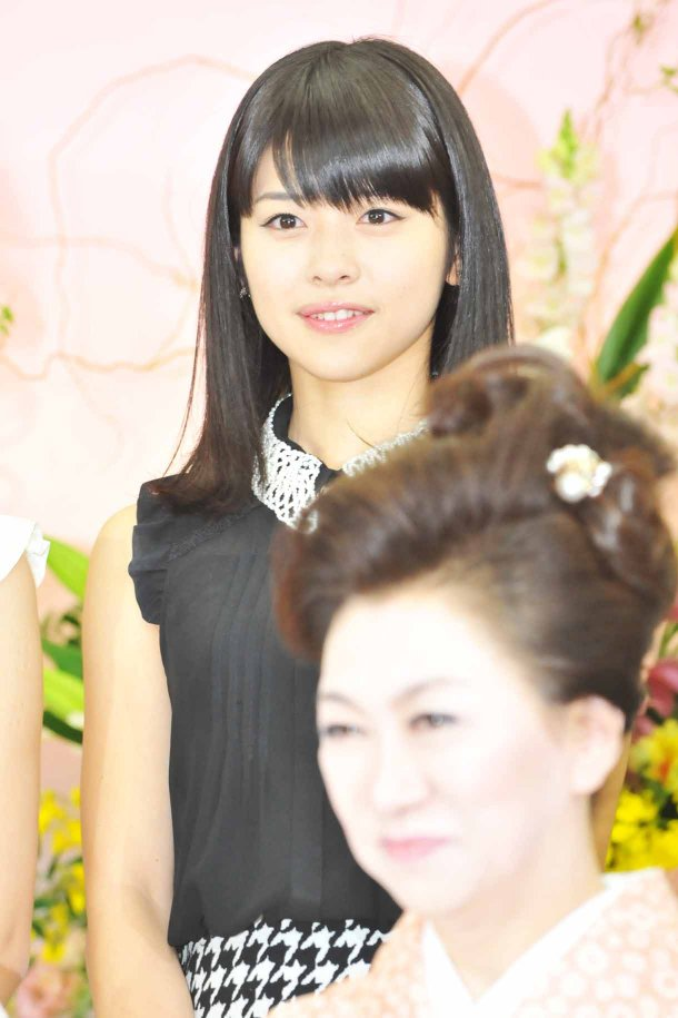 髪のアクセサリーが素敵な金澤朋子さん