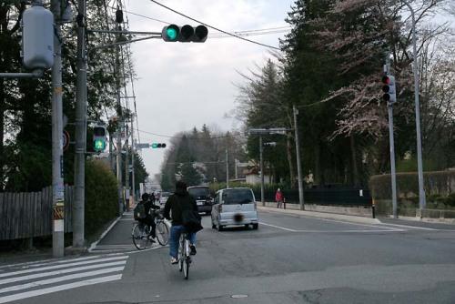 自転車の 自転車 赤信号無視 : の状況。自転車の左折信号無視 ...