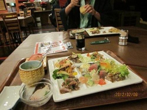 IMG_1662てんこ盛りの夕食.jpg