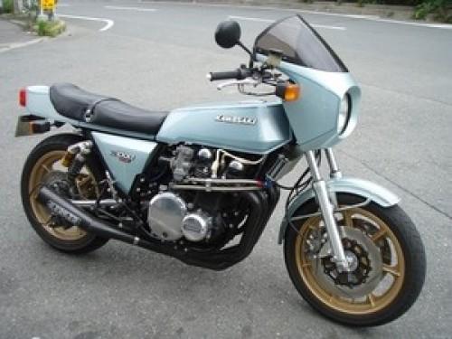 それにしても、竹野内豊が乗っているバイク・カワサキz1-r・・・気になるな・・・。同じ「バイク野郎」として。似合っ