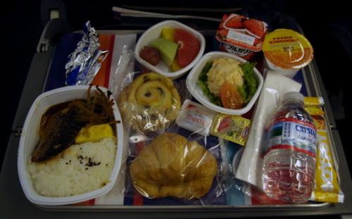 アメリカン航空「ボーイング787」の機内食/映画/ …