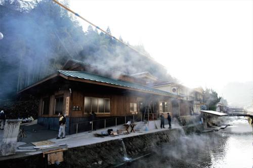 熊本地震南小国町公衆浴場.jpg