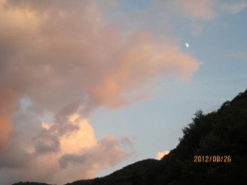 IMG_2997雲と月.jpg