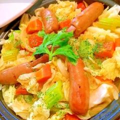 骨つきウインナーと彩り野菜のカレー風味タジン