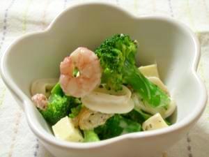 簡単副菜!ブロッコリーとシーフードのサラダ