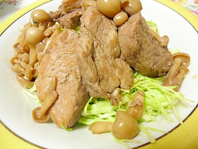 豚ヒレ肉とブナピーの赤ワインソース