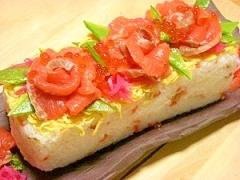 牛乳パックdeサーモンの花咲く☆お花見散らし寿司
