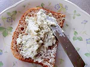 クラッカーやパンに塗って…ブルーチーズが決め手です