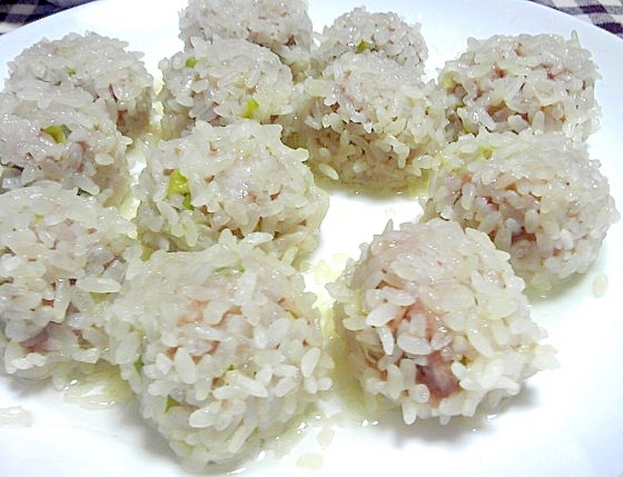 乾燥赤飯を使った餅米肉団子