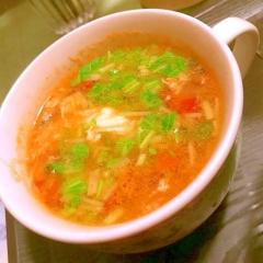牡蠣キムチのヤンニョム風タレで卵白と野菜のスープ