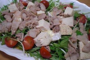 水菜がたっぷり!「豚肉と水菜のホット出しかけサラダ