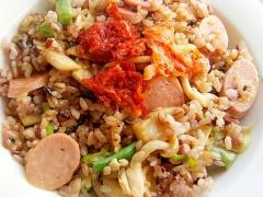 ヘルシー❤魚肉ソ&きのこ2種で焼肉味チャーハン♪