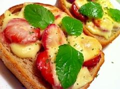 莓の甘くてアツアツ〜ッなチーズトースト