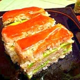 スモークサーモンと緑野菜の洋風押し寿司
