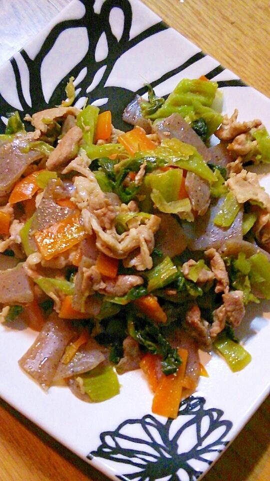 豚肉とコンニャクと人参と高菜の塩漬けの炒め煮