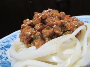 野菜いっぱい!辛さ控えめ☆ジャージャー麺♪