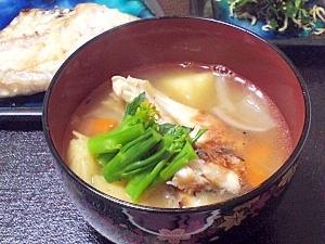 《鯛のあら汁レシピ》野菜に染み込んだ旨味が、胃にしみわたる!