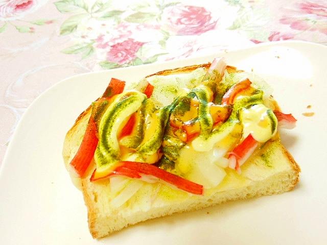 カニかまと玉葱とチェダー青汁のにんにくトースト