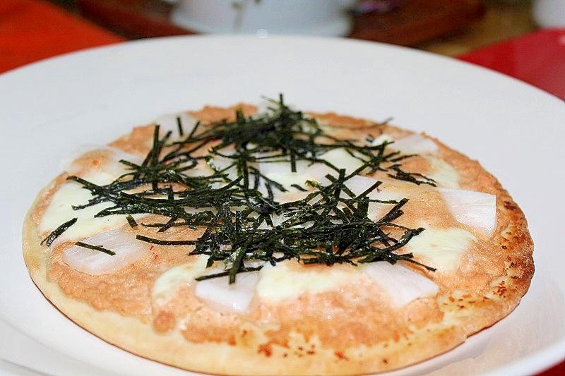 モッツァレラともち明太クリームのピザ