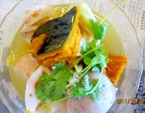 カボチャ、蓮根、香菜入れ味噌汁