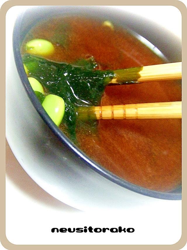 インスタントの味噌汁に枝豆