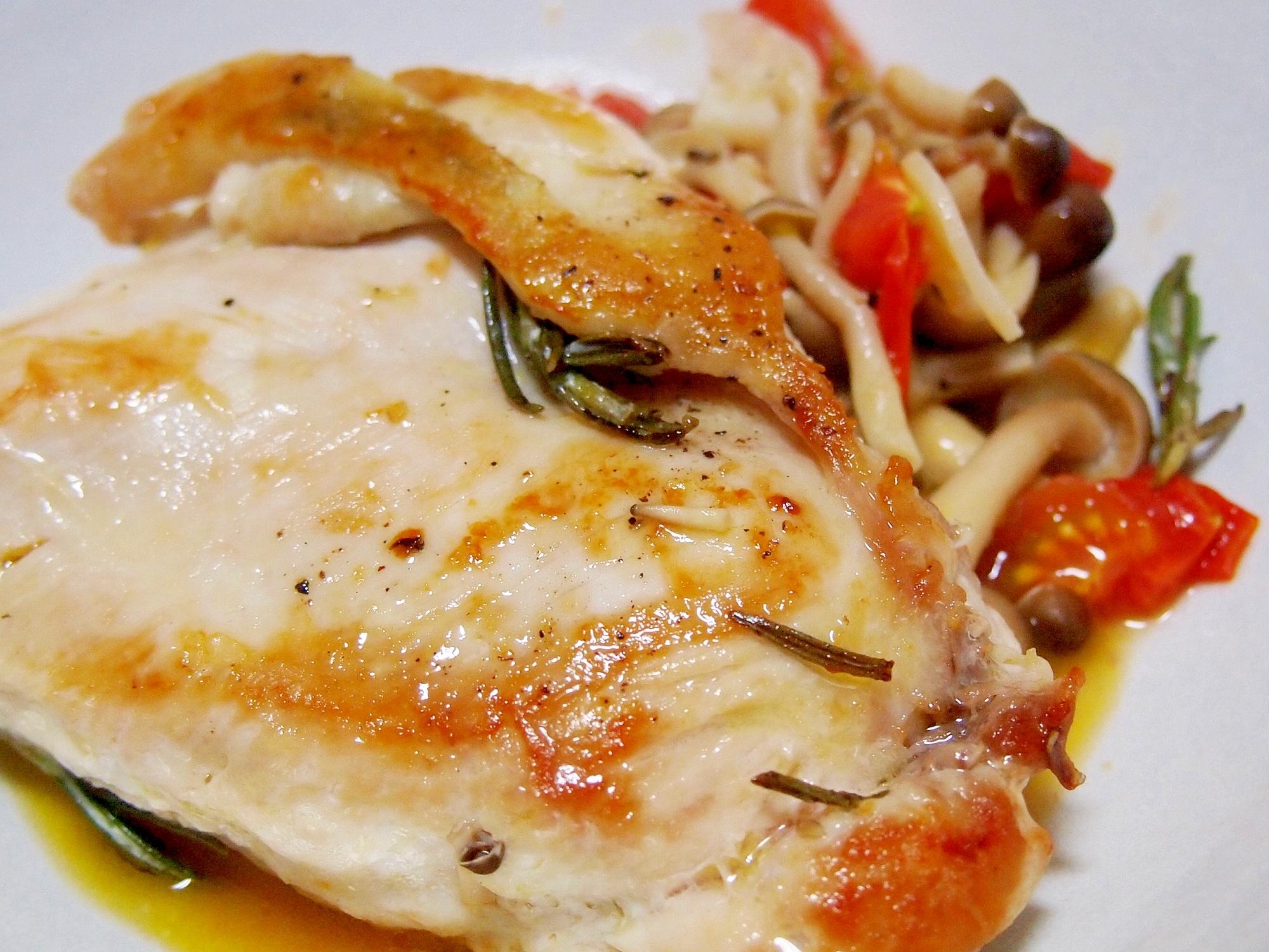 鶏むね肉のローズマリーとにんにくのマリネソテー