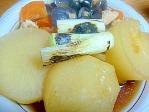 鶏ササミと大根人参のしじみ煮。焼き長ねぎを添えて。