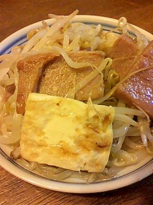 もやしと豆腐とスパムの炒め物
