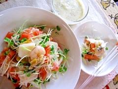 新タマネギとトマトのシーフードサラダ