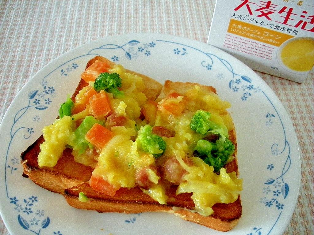 大麦ポタージュ コーン味のポテトグラタン風トースト