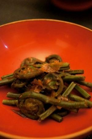 春の山菜を味わう、ゼンマイの土佐和え
