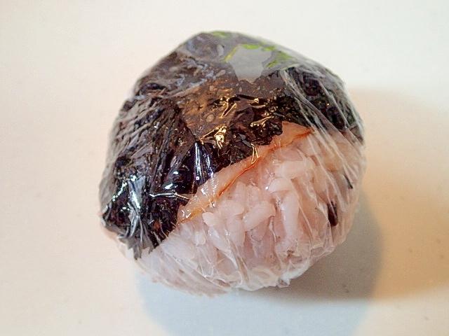 カマンベール生姜マヨ入り ベー海苔おにぎり