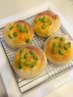 夏っぽい!枝豆とチーズの米粉パン