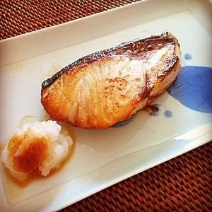 フライパンで焼き魚!目からウロコのウマすぎテクと使えるグッズ公開