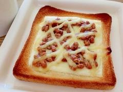 納豆チーズトースト